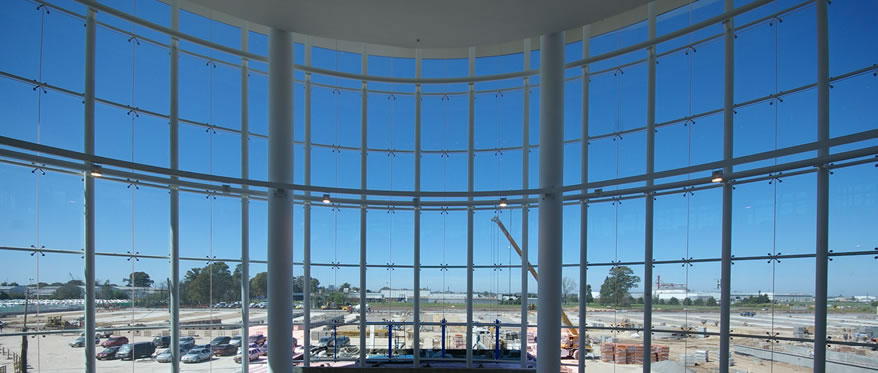 Shopping Tortugas Mall. Frente de vidrio