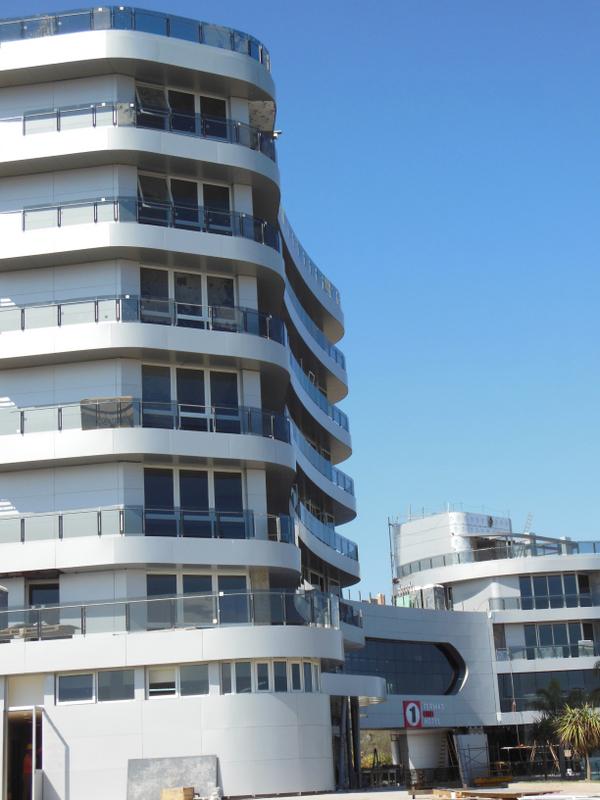 Hotel Formula one. Barandas de Vidrio