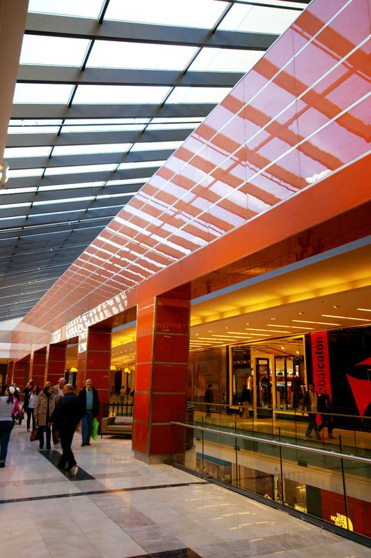 Shopping Dot. Revestimiento de vidrio
